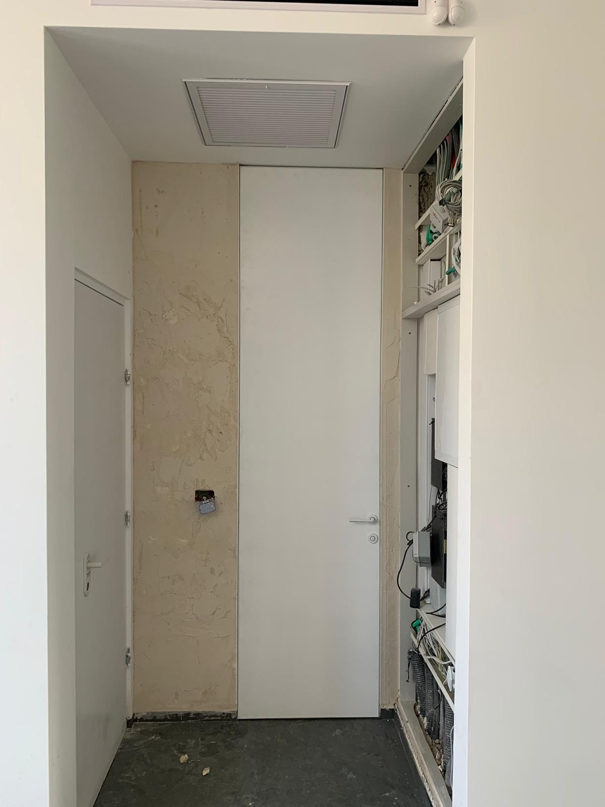 דלת קו 0 משקוף סמוי